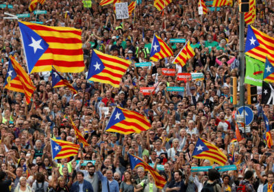 People wave Catalan separatist flags during a demonstration organised by Catalan pro-independence movements ANC (Catalan National Assembly) and Omnium Cutural, following the imprisonment of their two leaders Jordi Sanchez and Jordi Cuixart,  in Barcelona, Spain, October 21, 2017.  REUTERS/Gonzalo Fuentes - RC1551CEC350